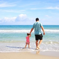 Balade en bateau avec les enfants : comment les aider à éviter le mal de mer?